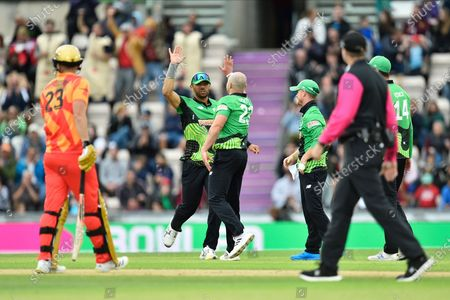 Wicket - Jake Lintott of Southern Brave celebrates taking the wicket of Moeen Ali of Birmingham Phoenix during the The Hundred match between Southern Brave and Birmingham Phoenix Men at the Ageas Bowl, Southampton