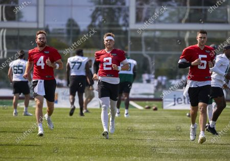 , 2021, Florham Park, New Jersey, USA: New York Jets quarterbacks Zach Wilson (2), James Morgan (4) and Mike White (5) warm up before practice at the Atlantic Health Jets Training Center, Florham Park, New Jersey