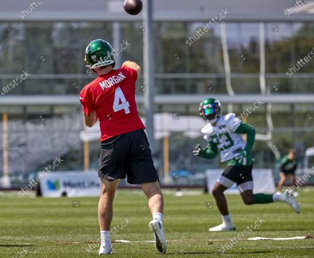 , 2021, Florham Park, New Jersey, USA: New York Jets quarterback James Morgan (4) passes to running back Tevin Coleman (23) during practice at the Atlantic Health Jets Training Center, Florham Park, New Jersey