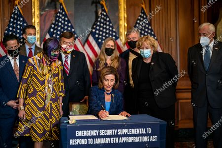 Speaker of the House Nancy Pelosi (D-CA) and others, during a bill enrollment ceremony for Security Supplemental to the January 6th Appropriation Act in the Rayburn Room of the U.S. Capitol Building on Friday, July 30, 2021 in Washington, DC. (Kent Nishimura / Los Angeles Times)