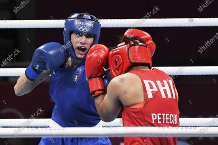 Irma Testa of Italy (in blu) in action against Nesthy Petecio of the Philippines during their bout in the Boxing Women's Feather (54-57kg) Semifinal of the Tokyo 2020 Olympic Games at Kokugikan Arena in Tokyo, Japan, 31 July 2021.