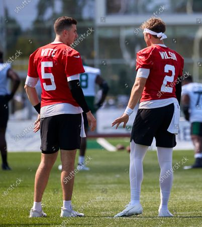 , 2021, Florham Park, New Jersey, USA: New York Jets quarterbacks Zach Wilson (2) and Mike White (5) warm up before practice at the Atlantic Health Jets Training Center, Florham Park, New Jersey