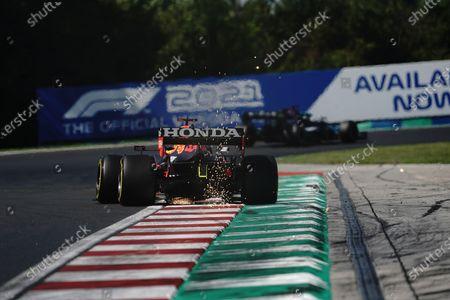 Lewis Hamilton (GBR #44), Mercedes-AMG Petronas Formula One Team, Max Verstappen (NEL #33), Red Bull Racing Honda