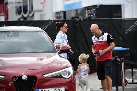 Minttu Virtanen, the wife of Kimi Raikkonen (FIN #7), Alfa Romeo Racing ORLEN with her daughter Rianna Angelia Milana