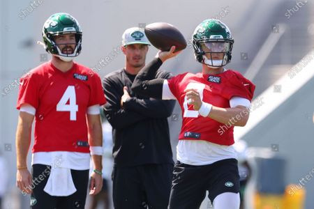 New York Jets quarterback Zach Wilson (2) looks to pass as James Morgan (4) and quarterbacks coach Rob Calabrese look on during practice at the team's NFL football training facility, in Florham Park, N.J