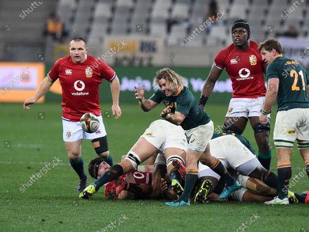Faf de Klerk - South Africa scrum half passes as Ken Owen (L) and Maro Itoje look on.