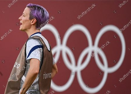 (210802) - IBARAKI, Aug 2, 2021 (Xinhua) - Megan Rapinoe of the United States encourages her teammates during the women's football semifinal match between the United States and Canada at Tokyo 2020 Olympic Games in Ibaraki, Japan, Aug 2, 2021.