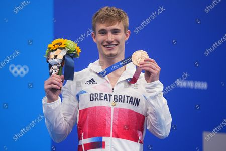 (210803) - TOKYO, Aug 3, 2021 (Xinhua) - Jack Laugher of Great Britain poses during the awarding ceremony after the men's 3m springboard final of diving at the Tokyo 2020 Olympic Games in Tokyo, Japan, Aug 3, 2021.