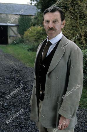 Tom Bell as Edward MacFell