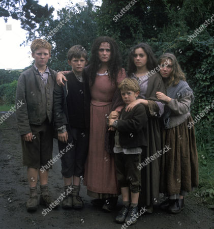 Tracy Whitwell as Cissie Brodie and her 5 brothers and sisters
