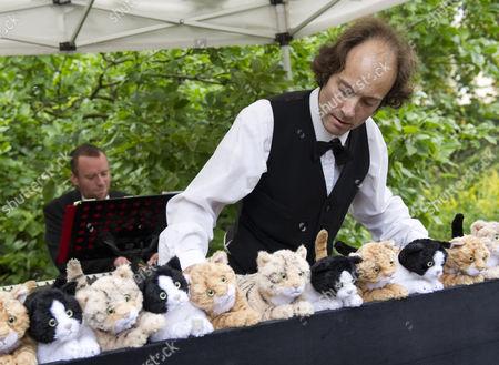 Henry Dagg plays his cat organ