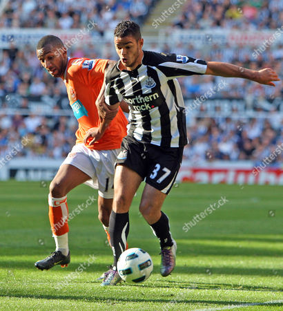Hatem Ben Arfa of Newcastle United and Elliot Grandin of Blackpool