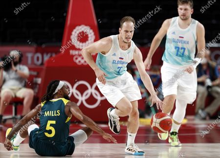 Slovenia's Klemen Prepelic (C) in action against Australia's Patty Mills (L) during the Men's Basketball bronze medal match between Slovenia and Australia at the Tokyo 2020 Olympic Games at the Saitama Super Arena in Saitama, Japan, 07 August 2021.