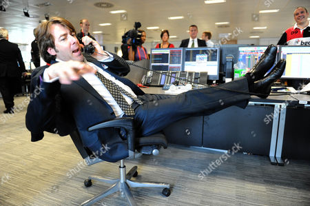 Bgc Bankers During Their Charity Day Jonathan Ross On The Trading Floor Picture Jeremy Selwyn 11/09/2009