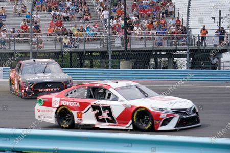 WATKINS GLEN INTERNATIONAL, UNITED STATES OF AMERICA - AUGUST 08: #23: Bubba Wallace, 23XI Racing, Toyota Camry Toyota, #6: Ryan Newman, Roush Fenway Racing, Ford Mustang Socios at Watkins Glen International on Sunday August 08, 2021 in Watkins Glen, United States of America. (Photo by LAT Images)