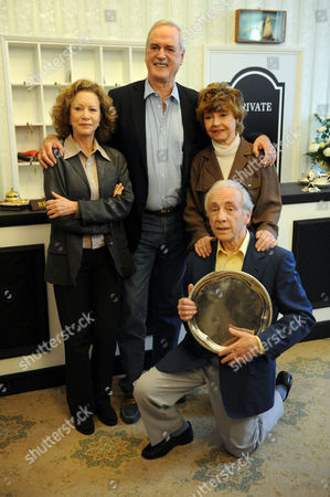 Stock Image of Fawlty Towers Reunion: Connie Booth John Cleese Andrew Sachs And Prunella Scales Jeremy Selwyn 06/05/2009
