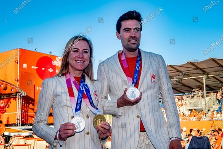 Annemiek van Vleuten and Tom Dumoulin during the ceremony of the TeamNL athletes of the Olympic Games 2020 on the sports beach of Scheveningen. The Dutch Olympic team was honored on Tuesday evening on the site of the TeamNL Olympic Festival on the sports beach in Scheveningen. /