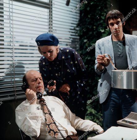 Episode 1- Spyder Secures a Main Strand - John Savident, Heather Canning and Roger Lloyd-Pack.
