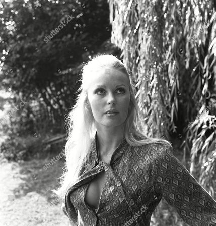 Episode 5 - Things That Go Bang in the Night - Veronica Carlson