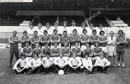 Bristol City Fc Team Group 1976/77 Back Row (l-r):michael Simmons Charles Williamson Brian Mcneill Howard Pritchard Colin Lee Steve Harding Shaun Penny Kevin Mabbutt John Bain Third Row: Alan Dicks (manager) Don Mackay (youth Team Coach) Bill Tovey (reserve Team Coach) Paul Cheesley David Rodgers Ray Cashley John Shaw Tom Ritchie Gary Collier Clive Whitehead Les Bardsley (physio) Ken Wimshurst (head Coach) Second Row: Donnie Gilles Michael Brolly Jimmy Mann Brian Drysdale Geoff Merrick Trevor Tainton Gerry Sweeney Gerry Gow Front Row: Wayne Summerhayes David Wiltshire Graham Carr Bryan Purdie Colin Freeman Keith Hardcastle Peter Hayes