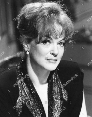 Moira Redmond as Jessica Sanderson