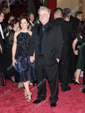 Philip Seymour Hoffman (R) and Mimi O'Donnell arrive at the 80th Academy Awards in Hollywood on February 24, 2008.