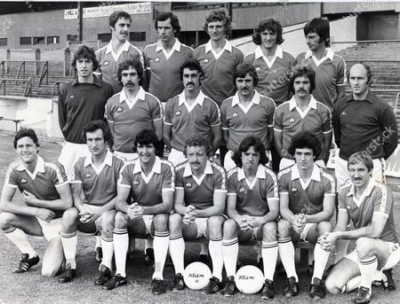 Barnsley Football Club Team Group 1977/78 Front Row From Left: Peter Burke Neil Warnock Barry Murphy Peter Price Alistair Millar Glyn Riley Brian Joicey. Centre From Left: Gary Copley Graham Pugh Kenny Brown John Collins Phil Chambers And Peter Springett. Rear From Left: Mick Mccarthy John Peachey John Saunders Ron Wigg And Graham Collins