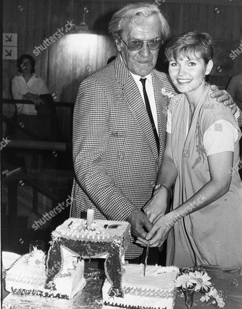 John Le Mesurier And Fiona Fullerton At The Lyric Theatre In London To Celebrate The First Anniversary Of The Re-opening Of The Theatre. John Elton Le Mesurier Halliley Died 15/11/1983 At The Age Of 71.
