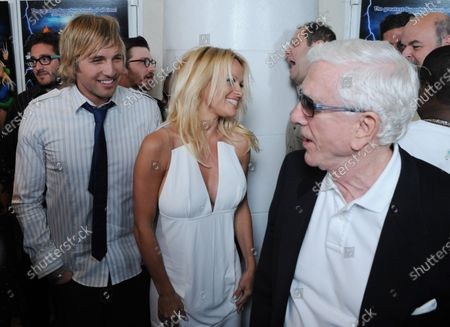 """Cast members Ryan Hansen, Pamela Anderson and Leslie Nielsen (L-R) share a laugh at the premiere of the motion picture parody spoof """"Superhero Movie,"""" in Los Angeles on March 27, 2008."""