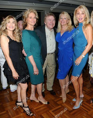 Barbi Benton, Marianne Rogers, Roy Clark, Misty Rowe and Linda T