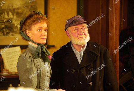 Stock Picture of The Cardboard Box -  Joanna David as Susan Cushing and David Scase