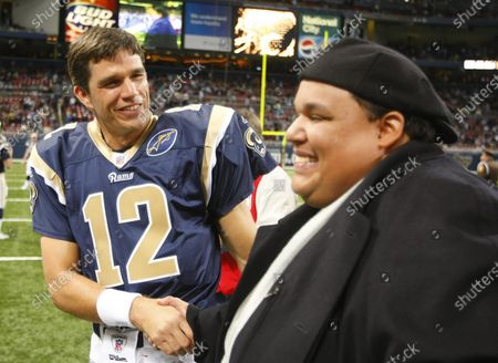 """Stock obrázek na téma St. Louis Rams backup quarterback Trent Green (L) shakes the hand of singer Neal E. Boyd after the singing of the National Anthem before a game against the Miami Dolphins at the Edward Jones Dome in St. Louis on November 30, 2008. Boyd is the recent winner of the NBC Television show """"America's Got Talent."""""""