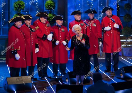 Janey Cutler with The Chelsea Pensioners