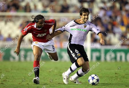 Anderson Luis de Abreu Oliveira  of Manchester United battles with David Albelda of Valencia