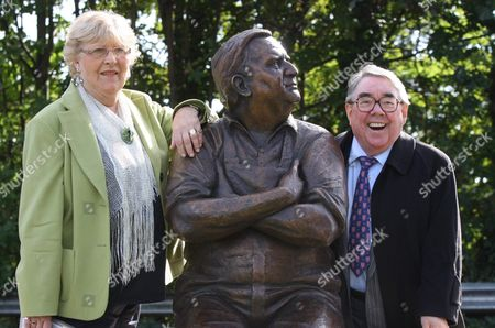 Joy Barker and Ronnie Corbett with the statue of Ronnie Barker