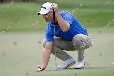 Kevin Streelman places his ball to putt on the eighth hole during the final round of the Wyndham Championship golf tournament at Sedgefield Country Club in Greensboro, N.C