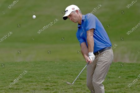 Kevin Streelman chips up to the green on the 18th hole during the final round of the Wyndham Championship golf tournament at Sedgefield Country Club in Greensboro, N.C