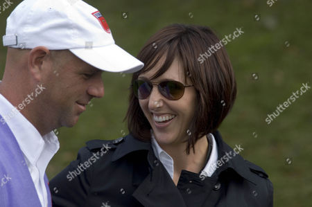 Stewart Cink is greeted by his wife Lisa as he leaves the 18th green