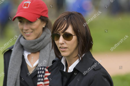 Lisa Cink (r) and Sybi Kuchar, wives of Stewart and Matt together on The Edge of the 18th green