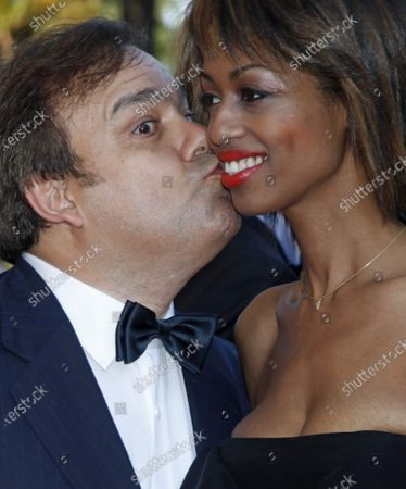 """Actor Didier Bourdon and guest share a kiss on the red carpet before a screening of the film """"Un prophete"""" at the 62nd annual Cannes Film Festival in Cannes, France on May 16, 2009."""