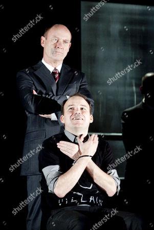 Patrick Malahide as Claudius and Rory Kinnear as Hamlet (sitting)