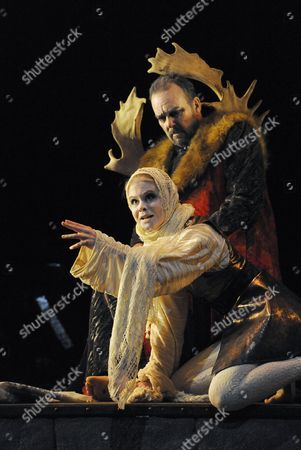 Stock Photo of Lina Markeby (Fool), Roderick Earle (Lear)