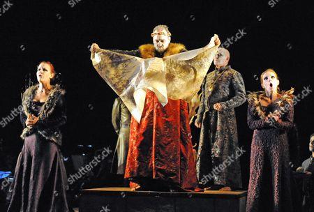 Jacqueline Varsey (Goneril), Roderick Earle (Lear), Julia Sporsen (Regan)