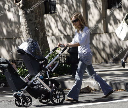 Sarah Jessica Parker with twin daughters Loretta Elwell Broderick and Tabitha Hodge Broderick