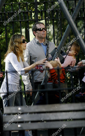 Stock Photo of Sarah Jessica Parker and Matthew Broderick with twin daughters Loretta Elwell Broderick and Tabitha Hodge Broderick