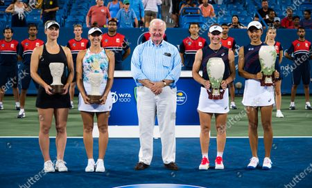 Gabriela Dabrowski of Canada & Luisa Stefani of Brazil and Sam Stosur of Australia & Shuai Zhang of China pose with their trophies after the doubles final at the 2021 Western & Southern Open WTA 1000 tennis tournament
