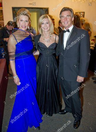 Nancy Brinker, Olivia Newton-John and husband John Easterling