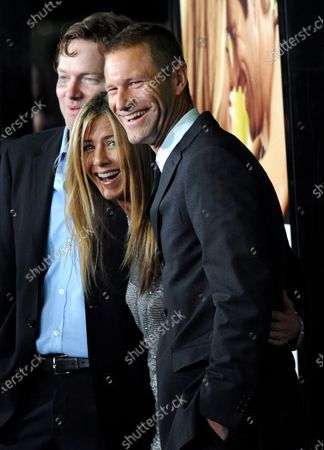 """Stock Image of Actors Jennifer Aniston (C), Aaron Eckhart (R) and director Brandon Camp gather on the red carpet at the premiere of their new film, """"Love Happens"""" in Los Angeles on September 15, 2009."""