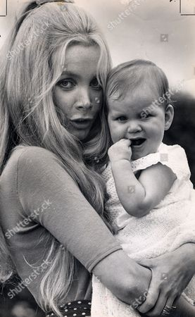 Anna Gael Actress And Model (countess Of Weymouth) Seen Here With Her Baby Daughter Lenka.