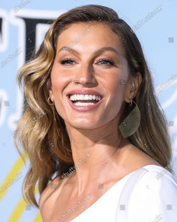 Model Gisele Bundchen wearing a dress by Stella McCartney and Nicholas Kirkwood shoes arrives at the 2019 Hollywood For Science Gala held at a Private Estate on February 21, 2019 in Beverly Hills, Los Angeles, California, United States.